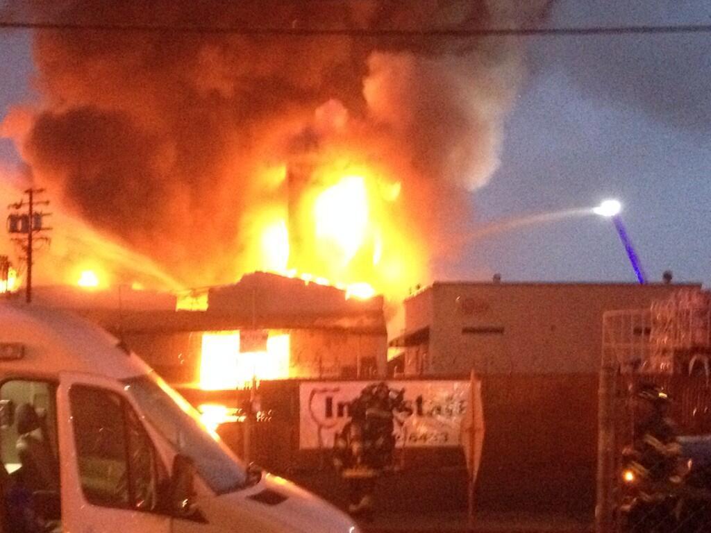 Massive Warehouse Fire At 1325 Julian Amp 28th St In San Jose Ca Mattkellerabc7 Breaking911