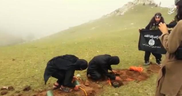 GRAPHIC: New ISIS Video Shows Landmine Execution - Breaking911