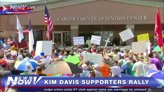 Kim Davis live
