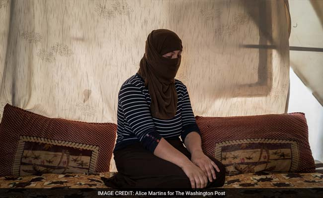 isis-selling-women-wp_650x400_81464490524