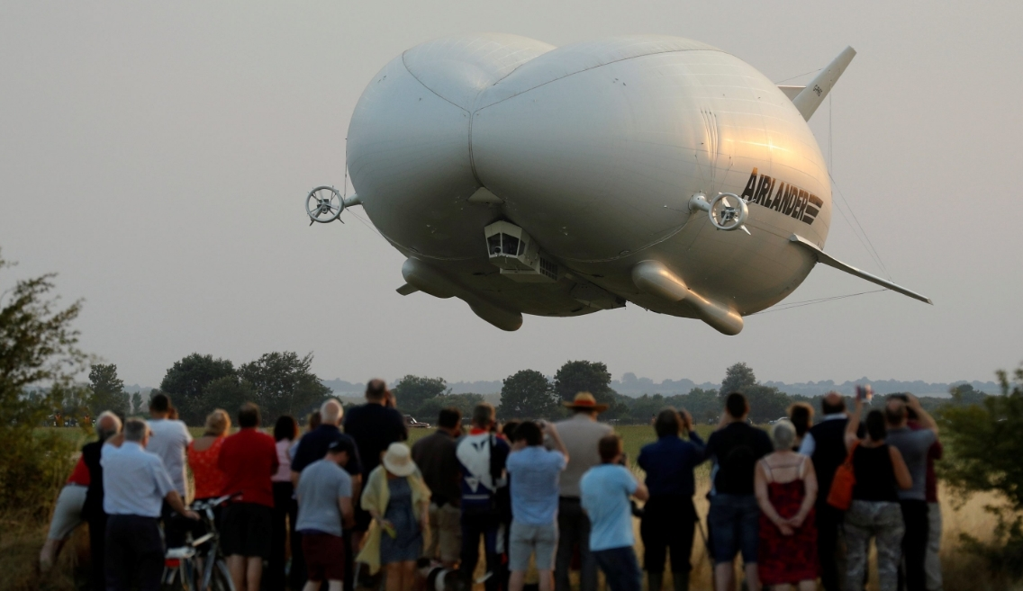 WATCH: World's largest aircraft airlander 10 crashes ...