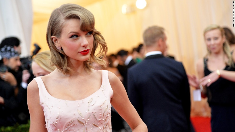Taylor Swift w CREDIT