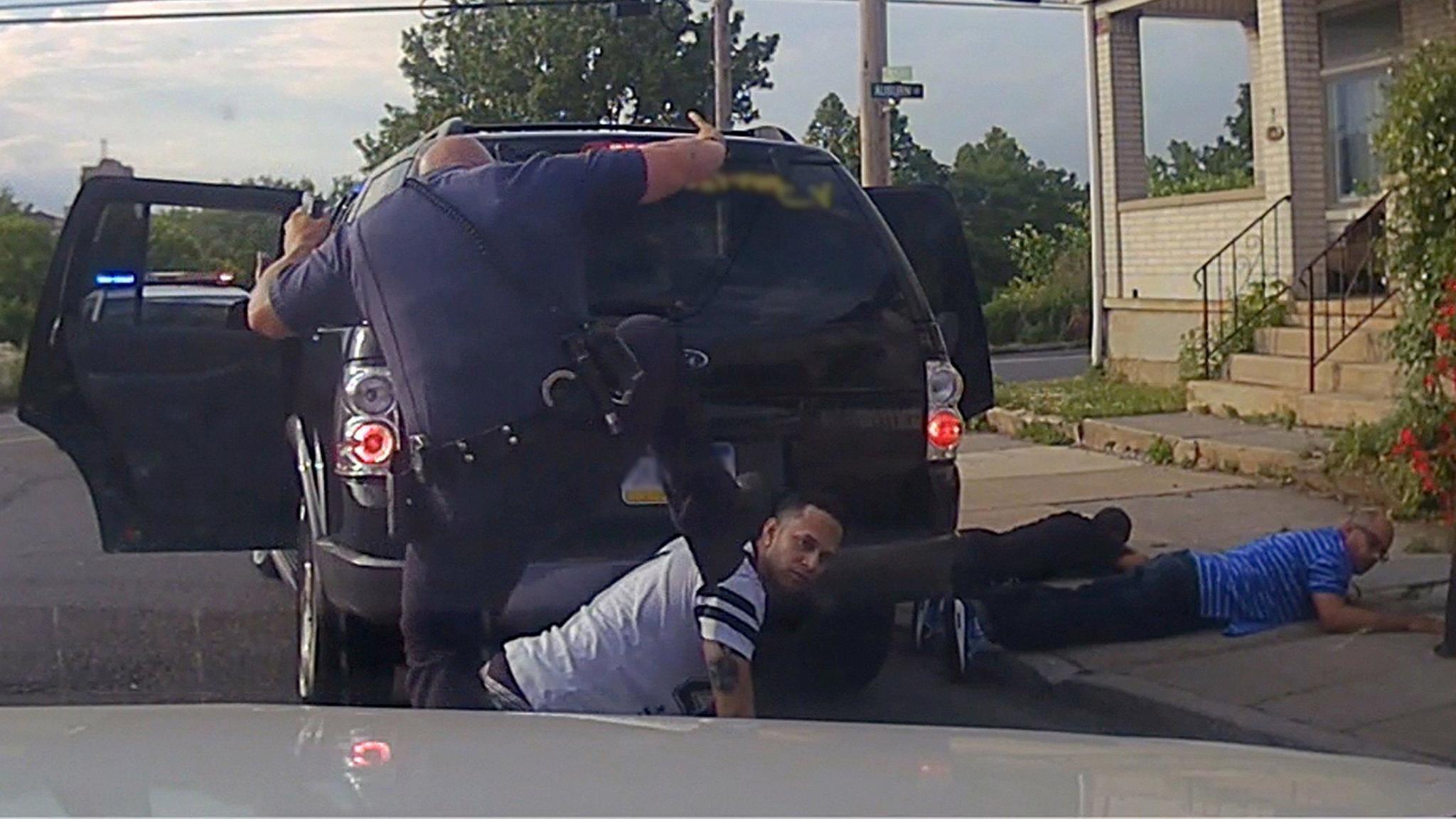 mc-allentown-police-wrestling-kick-excessive-force-lawsuit-20161020