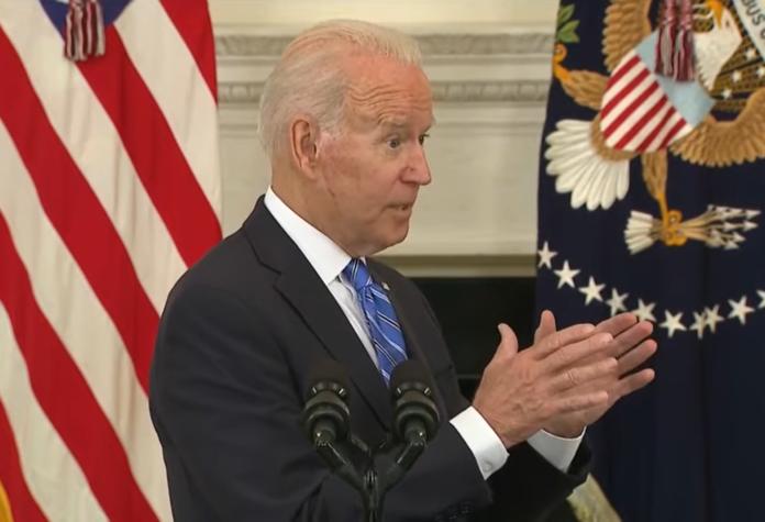 """VIDEO: Biden nimmt Fragen der Presse entgegen und behauptet, dass Facebook """"Menschen tötet""""/Nilzeitung.com"""